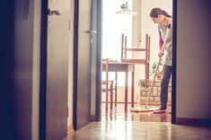Måske har du selv røget, eller måske er du flyttet ind i et hjem, hvor der er blevet røget en del? Det kan være en lugt, som kan være svær at komme af med, men vi har heldigvis et par gode tricks til dig, som gerne vil af med den grimme lugt.