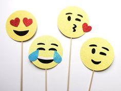 Emoji Photo Booth Props Smiley gezicht door MilkTeaMochiDesigns