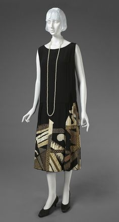 Evening Dress: ca. embroidery designed by Natalia Sergeyevna Goncharova (French (born Russia), 1881 - made by the firm of Myrbor (Madame Marie Cutolli): ca. French, silk with silk appliqué and metallic thread and wool yarn embroidery. 20s Fashion, Moda Fashion, Fashion History, Art Deco Fashion, Vintage Fashion, Fashion Design, Edwardian Fashion, Winter Fashion, Style Année 20