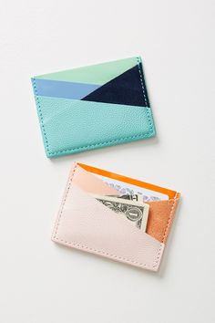 Creating DIY Fashion Trends – Designer Fashion Tips Diy Wallet Tutorial, Leather Bag Tutorial, Minimalist Leather Wallet, Leather Card Wallet, Diy Leather Card Holder, Wallet Pattern, New Shape, Leather Projects, Leather Accessories