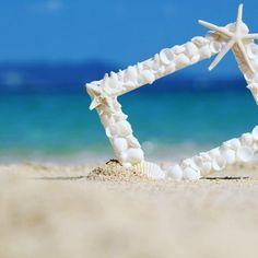 【activityjapan】さんのInstagramをピンしています。 《沖縄の恩納村で貝殻を使ってオリジナル写真立てを作ろう♡ 一般のL版写真が入る写真立てを作るプランです♪( ´θ`)ノ ヒトデやお花、シーサーなどのパーツも自由に組み合わせて素敵な作品を作ろ〜〜〜う(≧∀≦) 場所も恩納村のダイアモンドビーチの近く(^з^) カップルや友達、家族との思い出作りにぜひ行ってみたいですね(´∀`*) 帰ってからのも沖縄での思い出の写真を飾れて楽しかった思い出が蘇りますねっっ(๑˃̵ᴗ˂̵)♡ #アクティビティジャパン#沖縄♯恩納村#activityjapan#写真立て# 写真#海#貝殻#思い出#ig#かわいい》