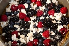 CHEESECAKE FARA COACERE CU FRUCTE DE PADURE SI BEZELE | Diva in bucatarie Executive Chef, World Recipes, Cheesecakes, Sushi, Ethnic Recipes, Mixed Berries, Desserts, With, Jun