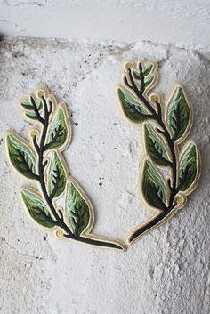 Laurels iron-on patch set