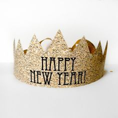 New Year's Party Printables and DIY: Glitter crown | Cool Mom Picks http://coolmompicks.com/blog/2013/12/29/13-stunning-new-years-party-printables-and-diy-ideas/