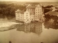 mlýn Dr.Radimského.Levé křídlo zanedlouho strhne velká voda r.1901