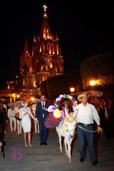 Callejoneada por le centro historico. www.bougainvilleabodas.com.mx Bodas San Miguel de Allende