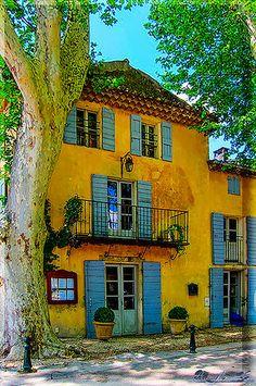 Village De Cucuron, Vaucluse - Provence, France