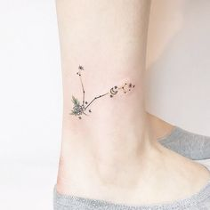 30 tattoos for those who are fish are stunning) – pisces constellation tattoo Mini Tattoos, Foot Tattoos, Cute Tattoos, Flower Tattoos, Body Art Tattoos, Small Tattoos, Tatoos, Tattoo Ink, Pisces Tattoo Designs