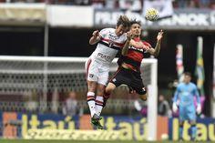 "Guerrero acusa uruguaio Lugano de cotovelada: ""Tentou me tirar do jogo"" #globoesporte"