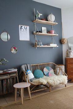 Blaue Wandfarbe In Kombination Mit Rattan Sieht Super Aus. Die Passende  Wandfarbe Findest Du Auf