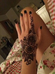 Henna tattoo kits come with everything you need to apply a henna tattoo. In this article, we'll be talking all about henna tattoo designs and some tips to..