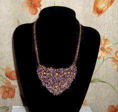 Collar 4: lana lila-dorado. Ch$4.000.