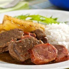 Carne de panela com mandioca e linguiça
