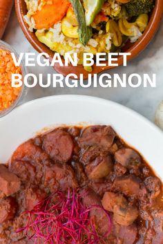 Recept voor vegan beet Bourguignon, oftewel een vegan stoofpotje met rode biet, champignons en linzen. Feestelijk winters gerecht voor o.a. kerstdiner. #vegan #biet #linzen