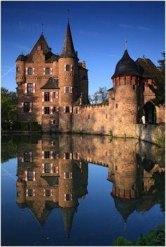 Satzvey Castle - The pearl of German Water Castles