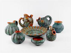 Michael Andersen. Diverse keramik med orange og blålig glasur Scandinavian, Pottery Ideas, Retro, Denmark, Orange, Rustic, Mid Century