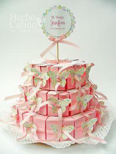 Rosa...para ella!!*  Para la mesa de su Cumpleaños!! So delicate !!* Torta de 3 pisos. Incluye 11 cajitas rellenas por nivel, en 3 tamaños distintos más centro y tope de torta.Cada cajita incluye un tag o tarjeta.Color base a elección, diseño completamente personalizado.