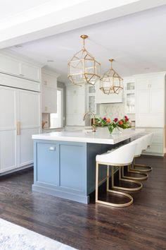 Blue Kitchen Island, Gold Kitchen, New Kitchen, Chairs For Kitchen Island, Warm Kitchen, Country Kitchen, Kitchen Interior, Kitchen Decor, Organizing Hacks