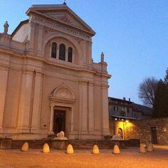 Buona serata! La chiesa di San Antonino al tramonto #Borgotaro #turismoer #travel #igersparma #valtaro #church #city #italy by borgovalditaro