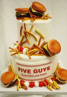 Five Guys Burgers and Fries Cake 27 Fast Food Themed Cakes That Are Like Works Of Art Crazy Cakes, Fancy Cakes, Cute Cakes, Yummy Cakes, Pink Cakes, Unique Cakes, Creative Cakes, Beautiful Cakes, Amazing Cakes