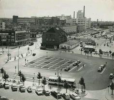 Eindhoven, voor de blob, de Mathildelaanparkeergarage en voor de Bijenkorf er waren