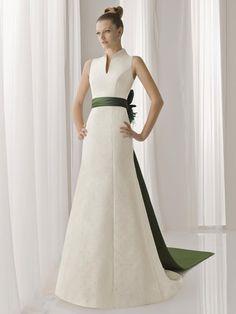 Vestido de Novia con Cinturón de Tafetán Verde