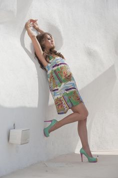 A-line shift print dress with zipper at the back.