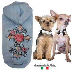 Aus der Kategorie Shirts, Sweater & Hoodies  gibt es, zum Preis von EUR 29,99  Hundemantel Wolle Saint & Sinner Größe XXS Blau  Mit Auschnitt damit beim Gassi gehen nichts daneben geht. Handarbeit mit viel liebe Hergestellt. Designer Ware hier stark Reduziert.  Hundemode für kleine rassen, wir haben auch Hundemäntel, Hundepullover, Hunde Hoodie mit Kapuze , Hunde Hosenanzüge und Jumpsuits.  Machen Sie sich und Ihrem kleinen Freund mit diesem Pullover eine große freude.