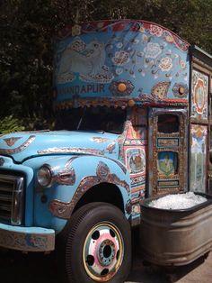 coolest ice cream truck i've ever seen (Source: ktkfitz, via bohemianhomes) Gypsy Trailer, Gypsy Caravan, Gypsy Wagon, Ice Truck, Ice Cream Van, Engin, Truck Art, House On Wheels, Art Cars