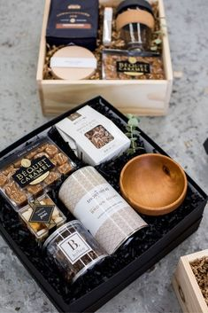 FATHERS DAY GIFTS// Masculine gift boxes filled with artisan goodies are the perfect idea to tell dad he's the best on father's day and include a personalized card, curated by Marigold & Grey. Coffee Box, Coffee Gifts, Corporate Gift Baskets, Corporate Gifts, Diy Gift Baskets, Gift Hampers, Gift Box For Men, Gift Box Design, Professional Gifts