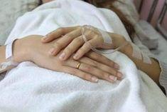 Σαν σήμερα: Το συγκινητικό κείμενο της Νατάσσας Καραμανλή που μιλάει για τη μάχη με τον καρκίνο Holding Hands, Outfit, Quotes, Fashion, Health, Outfits, Quotations, Moda, Fashion Styles