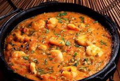 """Bobó de camarão Ingredientes 1 kg de camarões médios ( limpos e sem a cabeça) 800 gr de mandioca ( depois de cozinhá-las, retire do miolo uma espécie de """"fio durinho"""") 5 tomates picados (sem sement…"""