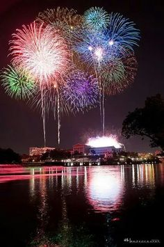 Places to watch Independence Day Fireworks: Philadelphia Museum of Art, Benjamin Franklin Parkway Lemon Hill – Benjamin Franklin Parkway – Boathouse Row – Kelly Drive – Martin Luther King Drive – Schuylkill River Park Fireworks Art, Best Fireworks, 4th Of July Fireworks, Fourth Of July, Wedding Fireworks, Philadelphia 4th Of July, Fogo Gif, Fire Works, 4th Of July Celebration