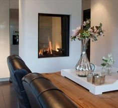 23 Two Sided Fireplace Designs in the lounge Two sided fireplace are becoming increasingly popular in new and renovated homes today. Home Fireplace, Modern Fireplace, Fireplace Design, Fireplaces, Living Room Designs, Living Spaces, Interior Exterior, Interior Design, Double Sided Fireplace