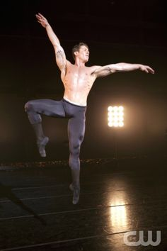 BREAKING POINTE Pictured: Ronnie Underwood.Erik Ostling/The CW©2012 THE CW NETWORK, LLC. ALL RIGHTS RESERVED.