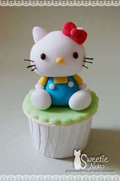 Hello Kitty 3D cupcake - For all your cake decorating supplies, please visit craftcompany.co.uk