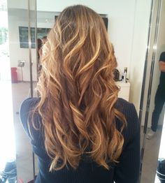 Blonde waves by @alexhair_monaco #ericzemmourmonaco #ericzemmour #lovemyjob #longhair #wavyhair #blondehair #balayage #bloggers #love #picoftheday #shatush