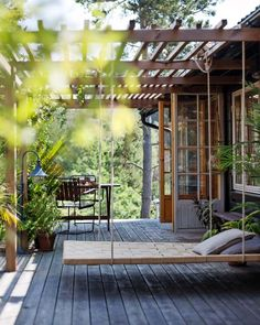 Get bored with your home exterior? We know already that Scandinavian design is becoming a trend now. Here are some design to make your house exterior more fantastic. Pergola Patio, Backyard Patio, Backyard Landscaping, Outdoor Spaces, Outdoor Living, Outdoor Decor, Casas Containers, Exterior Design, Cafe Exterior