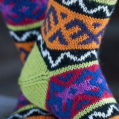 OHJE: Kirjoneulepolvisukat Slippers, Knitting, Hats, Sisu, Ankle, Patterns, Fashion, Wool, Tricot
