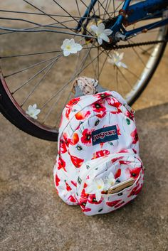 Small and light, the JanSport Half Pint is the perfect throw-on-and-go backpack. Cute Jansport Backpacks, Jansport Superbreak Backpack, Cute Backpacks, Floral Backpack, Mini Backpack, Purse Wallet, Pouch, Back To School Backpacks, Cruise Fashion