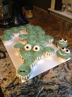 Alligator Cupcake Cake- tick tock croc from jake & the never land pirates party! Pull Apart Cupcake Cake, Pull Apart Cake, Cupcake Frosting, Cupcake Cookies, Pretty Cakes, Cute Cakes, Alligator Cupcakes, Cupcakes Flores, Love Cake