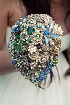 brooch bouquet - such a great idea - something old, new, borrowed, and blue!! This is for @Alison Cochran