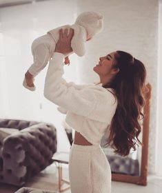 Discovered by 𝑀𝒶𝓂𝒾 𝒬𝓊𝑒𝑒𝓃. Find images and videos about girl, baby and cute cuteness on We Heart It - the app to get lost in what you love. Mother And Baby, Mom And Baby, Baby Love, Cute Family, Baby Family, Cute Kids, Cute Babies, Mama Baby, Future Mom