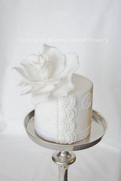 White Flower & Lace Mini Cake
