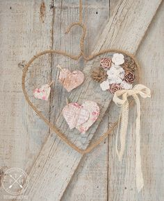 """""""Have you ever repurposed something youve already repurposed? Thats exactly what I did with this chicken wire and wire hanger heart tutorial. Its a Repurpose This was inspired by my Keys To My Heart Valentines Day Wreath tutorial. Chicken Wire Crafts, Chicken Wire Frame, Wire Hanger Crafts, Wire Hangers, Heart Diy, Heart Crafts, Lace Heart, Vintage Valentines, Valentines Diy"""