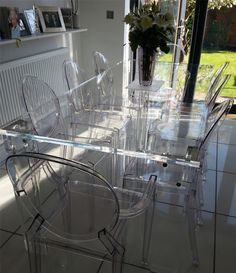 Clear Acrylic Dining Table And Chairs Glass Dining Table, Dining Table Decor, Luxury Dining Room, Modern Glass Dining Table, Dining Room Contemporary, Glass Dining Table Designs, Dining Table Chairs, Acrylic Furniture, Dining Table Design