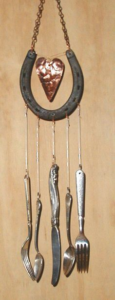 Image detail for -Wooden signs, wind chimes Rustic bird houses - Crafts Are Fun Horseshoe Projects, Horseshoe Crafts, Horseshoe Art, Carillons Diy, Silverware Art, Diy Wind Chimes, Junk Art, Mobiles, Suncatchers