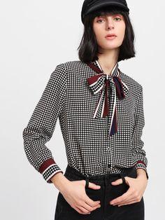 Модная клетчатая блуза с бантом