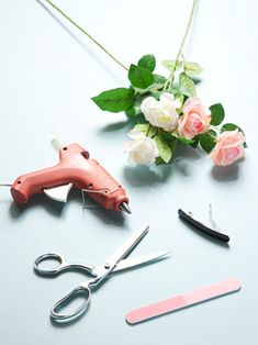 This pretty flower-adorned barrette—which adds a fancy spin to any hairstyle—can be made at home in just a few steps.    Read More http://www.teenvogue.com/style/tips/diy/2012/02/flower-barrette#ixzz1qlLYdvoX