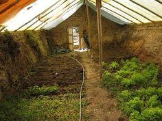 Construye un invernadero bajo tierra para crecer alimento todo el año